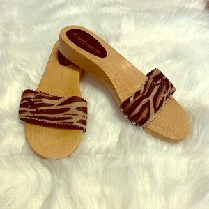 Calf hair wooden slides